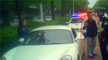 """上海:""""网红""""违停叫嚣有50万粉丝 妨碍交警执法被刑拘"""