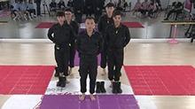 副班长周吉芳霸气宣读游戏规则 黑衣人亲自上场示范标准