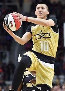 吴亦凡蒋劲夫NBA名人赛秀球技 谁才是娱乐圈篮球第一人?
