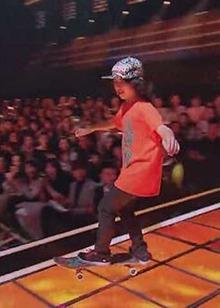 《神奇的孩子》2月17日看点:轮滑少年组团炫技,杨迪PK裤裆炸了?
