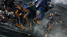 《变形金刚5:最后的骑士》先导预告 擎天柱手刃大黄蜂 人机大战全面爆发