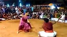 74岁印度奶奶成网红 舞剑弄棒样样在行