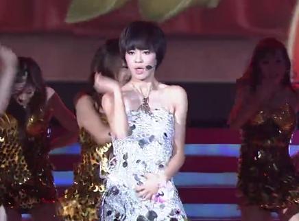 2009快乐女声全国总决赛4进3:郁可唯魅惑拉丁演绎音乐剧选段