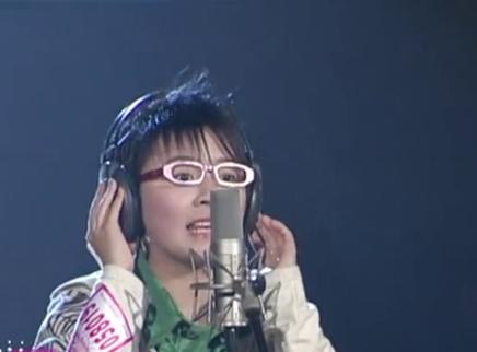 2005超级女声长沙唱区50进20晋级赛:黄雅莉青涩演唱《向左走向右走》