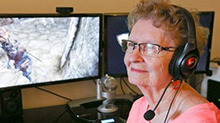 厉害了!81岁奶奶当游戏主播 痴迷网游20年成顶尖玩家