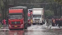 衡阳县:强降雨致107国道被淹 交通受阻