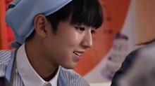 《五棵松棒球队》饭拍版花絮 TFBOYS<B>王俊凯</B>笑起来比甜点更甜