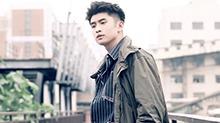 【橘子街拍】<B>张云龙</B>开启暖男模式 风衣和毛衫碰撞工业风