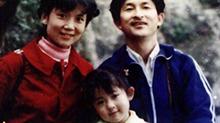 谢娜晒童年与父母高颜值合影 大眼睛古灵精怪超可爱