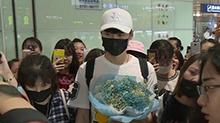 <B>张杰</B>帅气抵达长沙 沈腾孙坚王博文为《快本》20周年送祝福