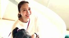 幸福的笑:<B>黎姿</B>罕见分享母女照 展露幸福笑容