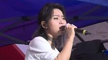 彩色国际音乐节:<B>周笔畅</B>许巍现身彩色国际音乐节 一不小心唱成了个人粉丝见面会