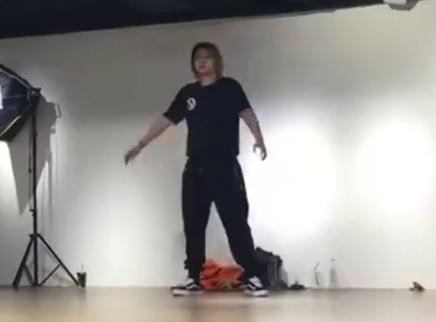 罗志祥翻手机影片存档,练舞solo有够累!