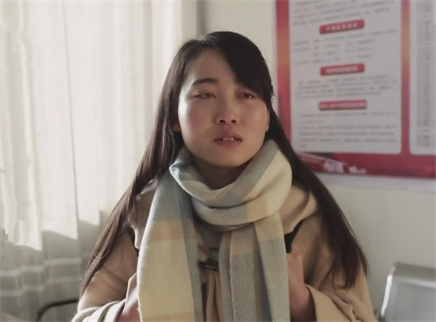大学生女儿要替亡母找到家