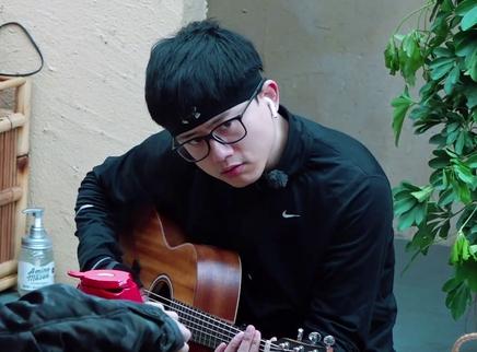 向往的生活2独享版20180504期:杰哥弹吉他哼歌天籁嗓音 黄大厨的满汉全席超好吃!