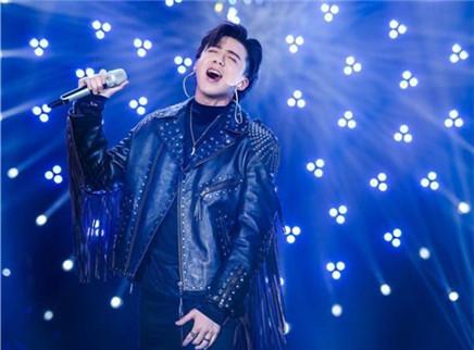 歌手2019第3期:刘欢吴青峰新曲首发 刘宇宁戴初心耳机泪洒舞台