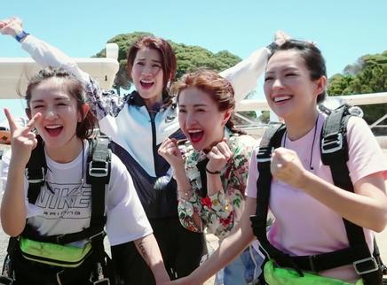 第4期:谢娜包文婧为爱跳伞