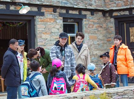 哈哈农夫第12期:哈哈家族探望拉木格幼儿园 王源魏大勋解锁孩子王身份