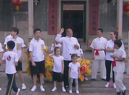 王俊凯张一山解锁舞狮技能
