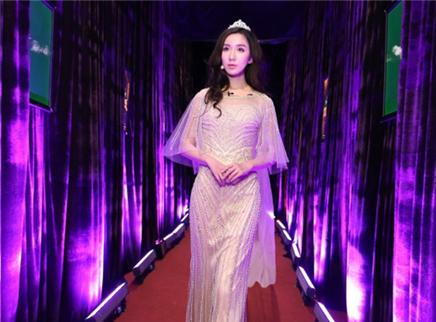 娄艺潇化身公主强势踢馆