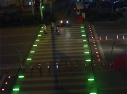 长沙首条智能动态人行横道线启用