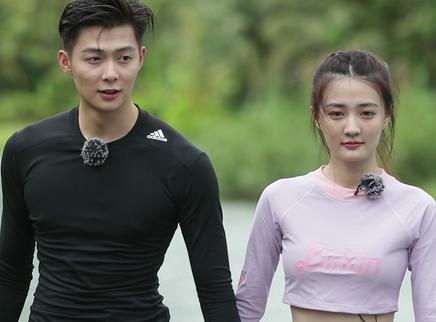 第30期:张铭恩徐璐泳池戏水