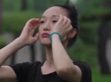 刘昊然晒视频为周迅庆生