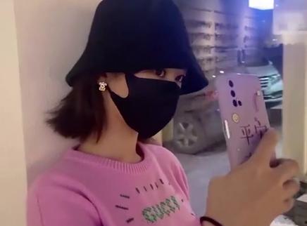 杨紫晒横店逛街vlog