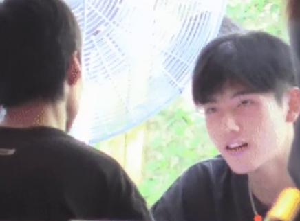 陈飞宇与朋友聚餐被偶遇