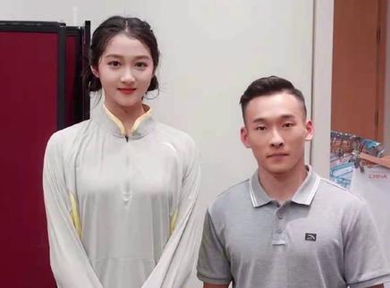 关晓彤晒与奥运健儿合影照